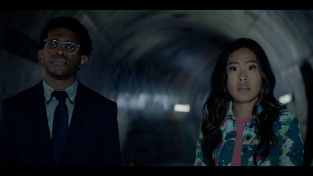 Mary Hamilton (Nicole Kang) y Luke Fox (Camrus Johnson) en la segunda temporada de Catwoman